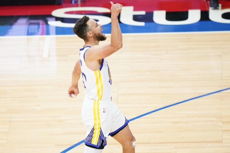 库里职业生涯3次单场10个三分球 10次罚球 NBA历史总计7次