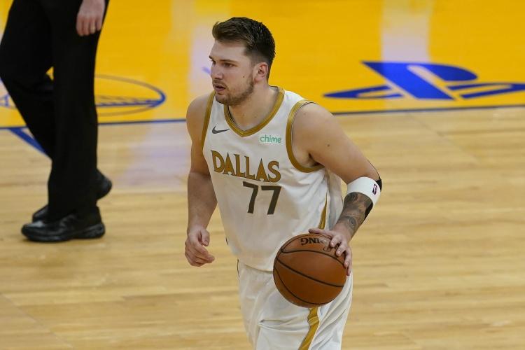 三段打卡!丹西斯在23次有用投篮中的15次中得了39分 6个篮板和8次助攻