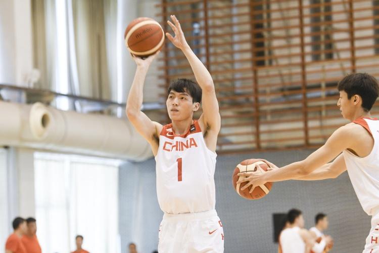 男篮官方:FIBA12人名单是系统显示的误区 确定28号的12人名单