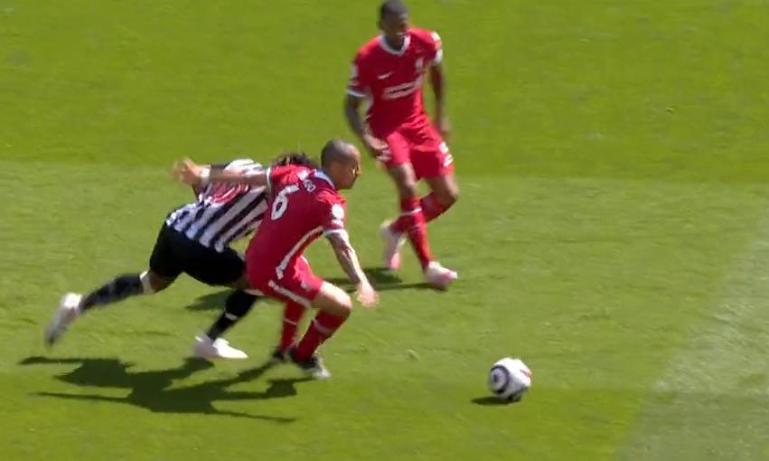 中场歇息——萨拉赫的收场击球让利物浦1-0抢先纽卡斯尔
