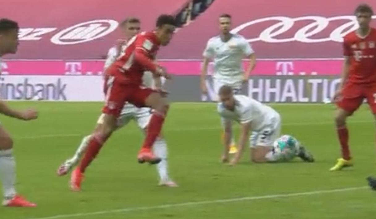 德甲-穆西亚1比2扳回点球 穆勒助攻拜仁1比1柏林联队