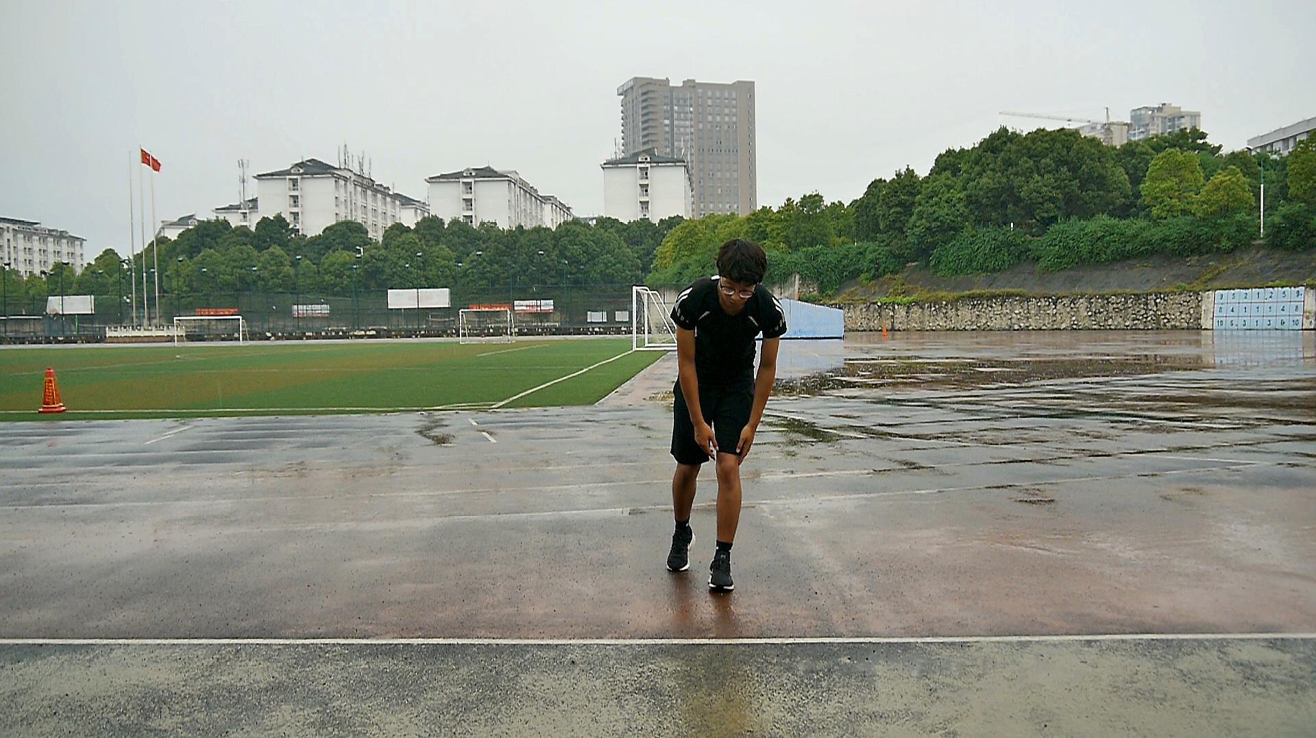 田径运动说,教你田径比赛中,800米长短跑动作技巧