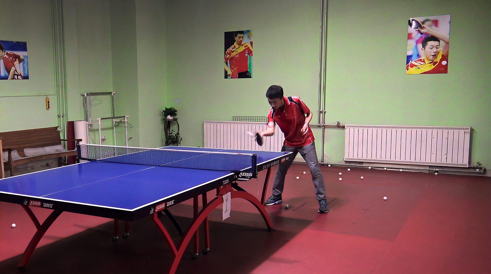 乒乓球比赛时,如何利用直板侧切打乱对手,达到出其不意的效果?
