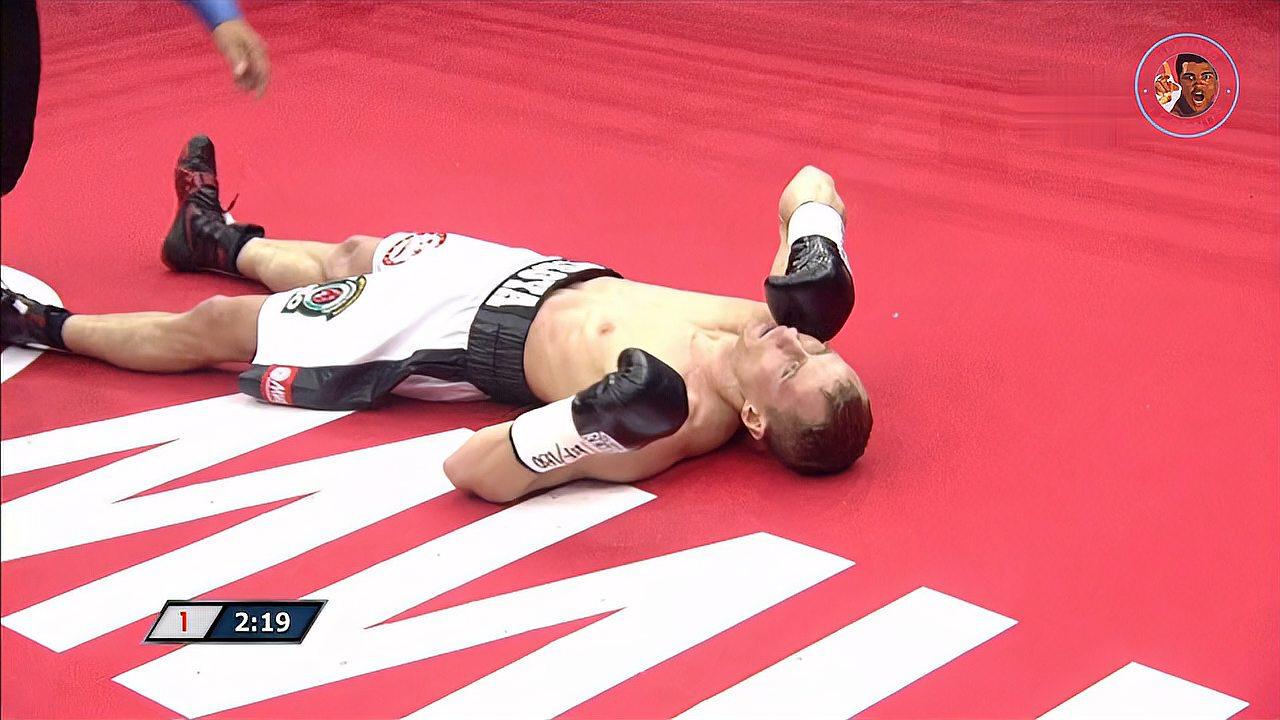 拳击最凶狠的KO,一拳直接打挺尸,裁判紧急抢救